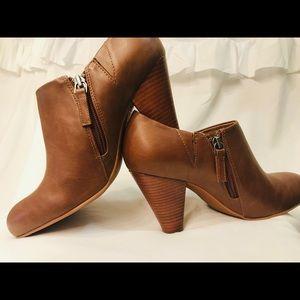 Crown vintage brown ankle booties